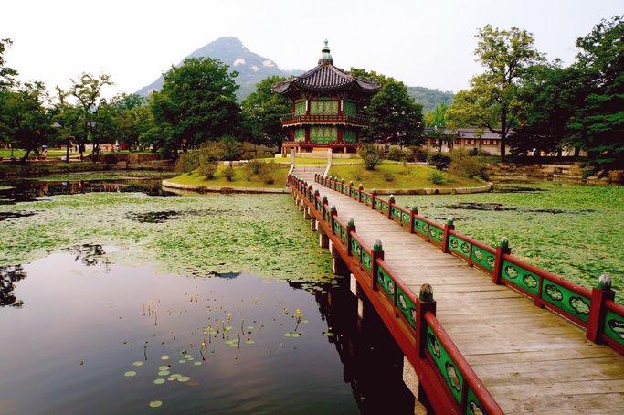 """""""Gyeongbokgung Garden"""" by Helen Li, ETA '13-14"""